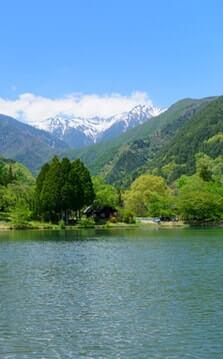 中央アルプス駒ヶ岳と池