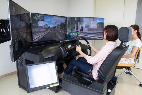 ドライビングシミュレーター.jpg